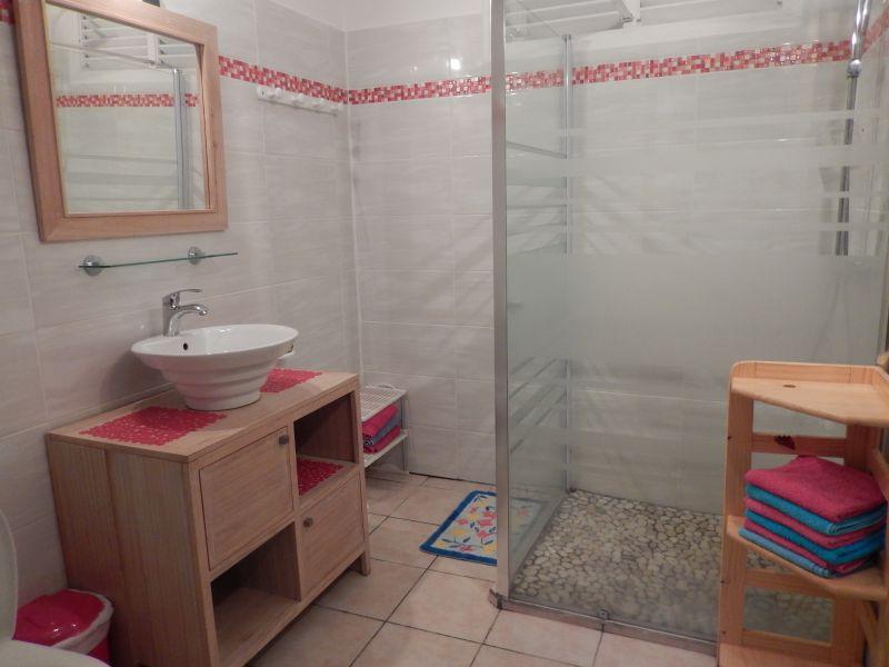 Badezimmer Mietobjekt Appartement 82066 Saint Francois