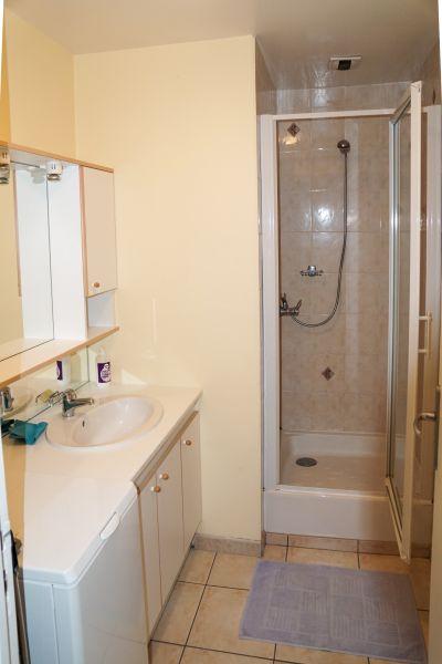 Badezimmer Mietobjekt Ferienunterkunft auf dem Land 12137 Rignac