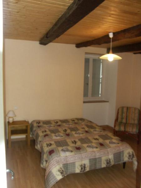 Schlafzimmer 1 Mietobjekt Ferienunterkunft auf dem Land 12137 Rignac