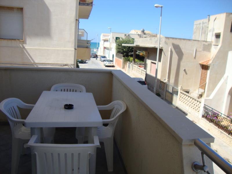 Ausblick vom Balkon Mietobjekt Haus 43100 Punta Secca