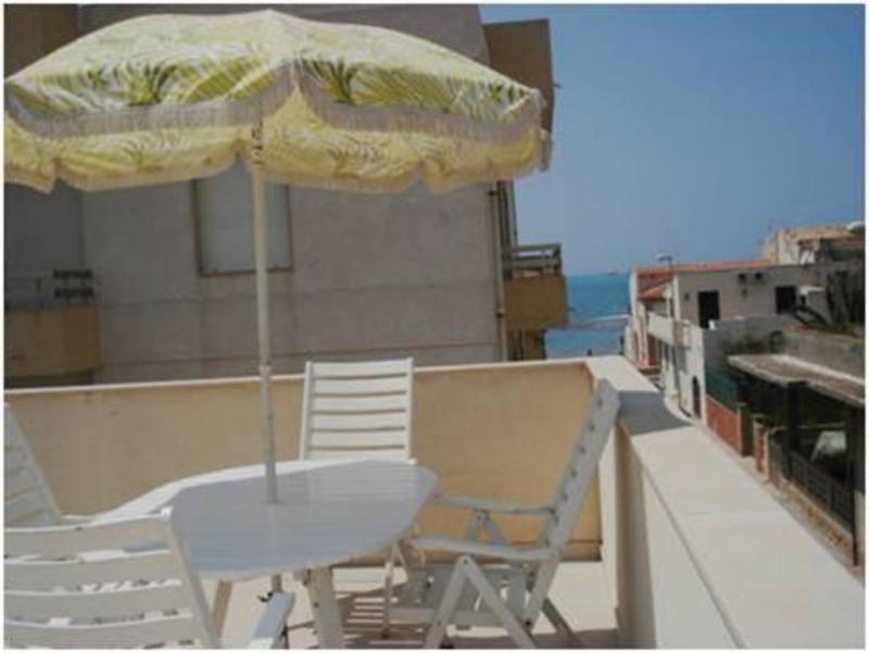 Ausblick von der Terrasse Mietobjekt Haus 43100 Punta Secca