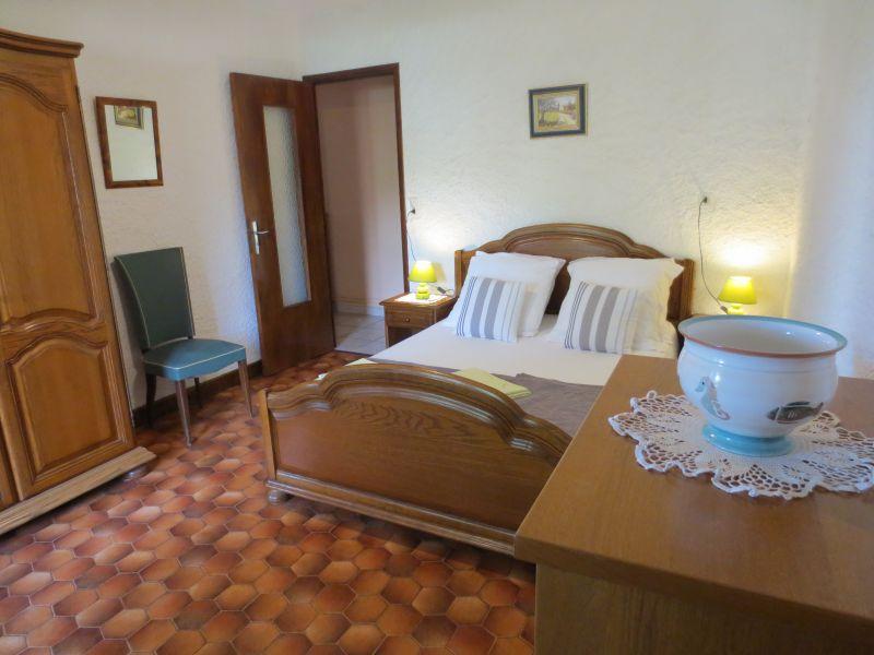 Schlafzimmer 1 Mietobjekt Ferienunterkunft auf dem Land 51135 Saint-Cirq-Lapopie