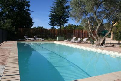 Schwimmbad Mietobjekt Villa 100704 Saint-Julien-de-Peyrolas