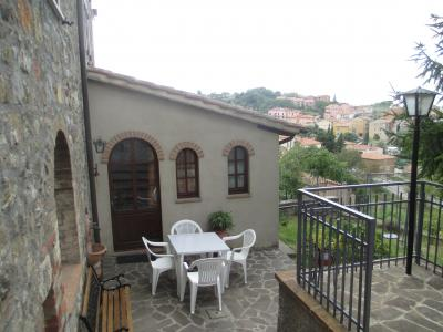Eingang Mietobjekt Haus 81573 Castel del Piano