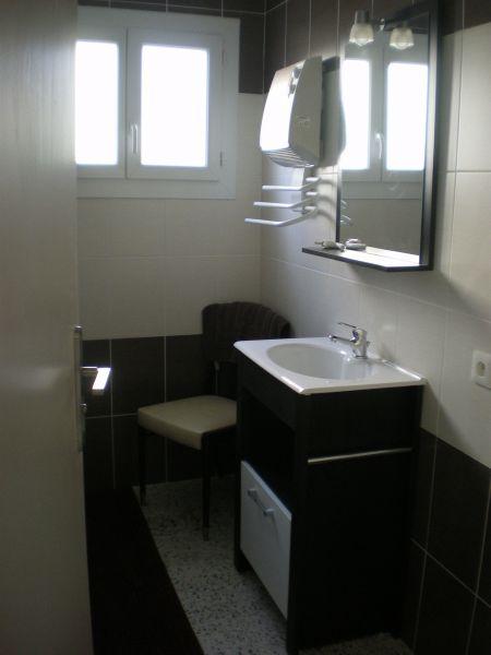 Badezimmer 1 Mietobjekt Ferienunterkunft auf dem Land 113811 Saint Ambroix