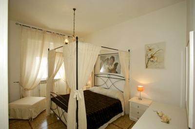 Schlafzimmer 1 Mietobjekt Appartement 80818 Follonica